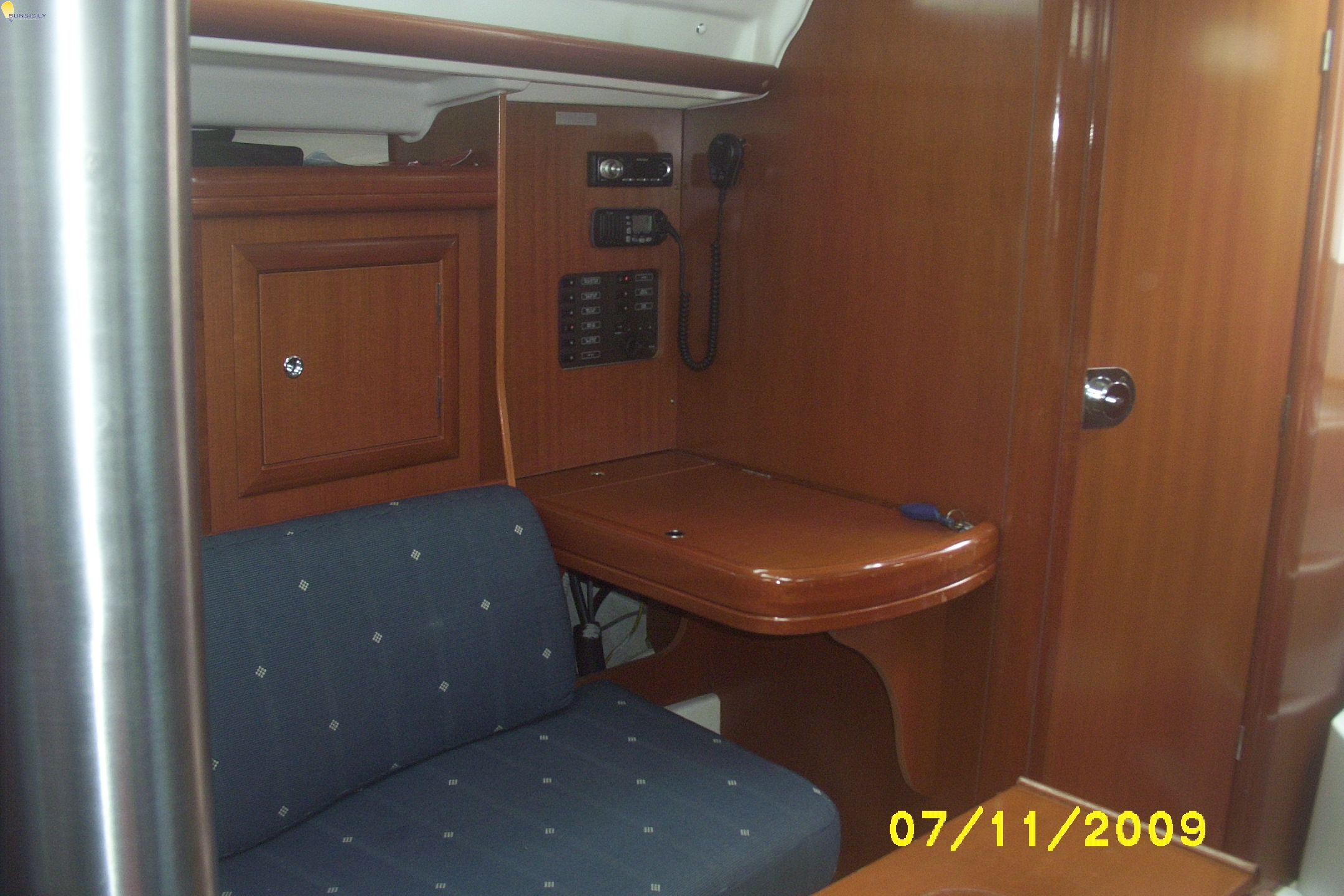 Beneteau Oceanis 323 Exclusive 2006 For Charter